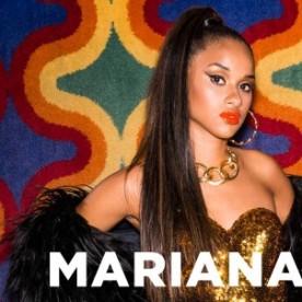 """É louca por Beyoncé e aposta em leggings de cores fortes e tops. Adora mostrar a barriga e usar o cabelo bem cheio. É considerada a mais madura e romântica do grupo. """"Aprendi a não ligar para o que as pessoas falam"""". Gosta de fazer rimas com mensagens de protesto e sobre a realidade do Vidigal. Mariana, 17."""
